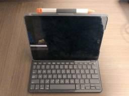 Capa Logitech Slim Folio com Teclado Para iPad 5ª e 6ª geração