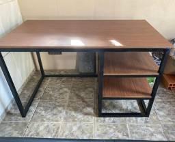 Mesa para escritório em metalon
