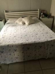 Cama de casal  só a cama sem o colchão
