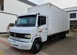 Caminhão Baú MB 710