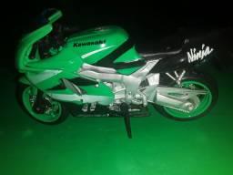 Coleção de miniaturas de motos