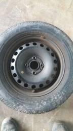 Título do anúncio: Peneu pirelli 175/70 r14 com roda de ferro
