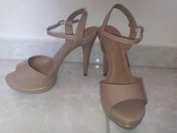 Sandália Nude com Dourado Camminare
