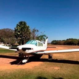 Avião Piper Cherokee 140