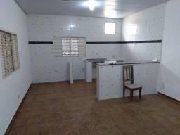 Alugo casa com 1 quarto, sala, cozinha e banheiro.