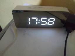 Relógio/despertador digital com termômetro