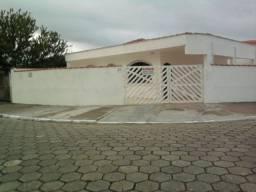 Peruíbe casa com dois dormitórios próxima do centro