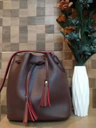 Bolsa tipo saco, em couro ecológico