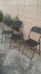 Cadeira de aço dobrável preta leia o anúncio.