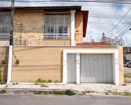 01. Casa de esquina com 4 suítes + churrasqueira