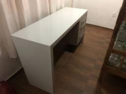 Mesa para escritório em vidro