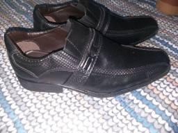 Desapego de calçados e brinquedos