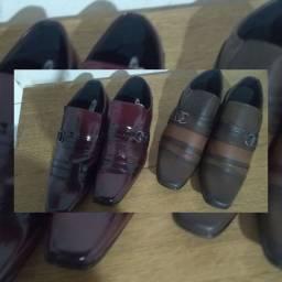Sapatos social masculino.