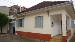 Cód 255 Ótima casa toda reformada com 06 vagas de garagens.