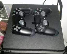 PS4 Slim - 2 controles + jogos