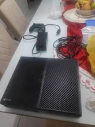 Xbox one c/ 1 controle