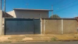 Vende casa em barretos  bairro jockey  Club