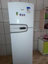 Vendo uma geladeira cônsul nova