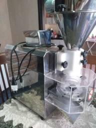 Máquina de salgados e docês