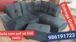 Sofá de canto com puf azul