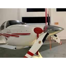 Avião: Cirrus SR22 2003