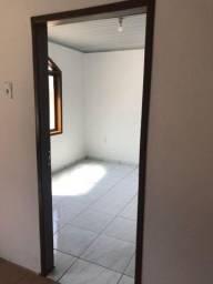 Alugo casa no Iririú