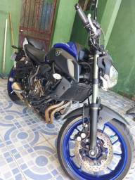 Estou  vendendo  essa moto MT 07 já  financiado
