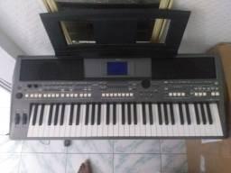 Vendo um teclado Yamaha s670