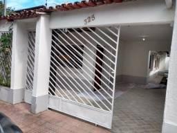 Locação de casa em Jardim Camburi!