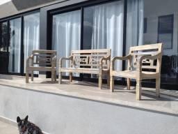 Jogo de bancos de madeira