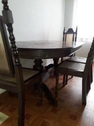 Mesa antiga de madeira (4 cadeiras grátis)