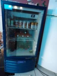 Uma geladeira frize