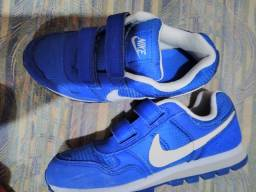 Título do anúncio: Vende se tênis Nike infantil Tam 31