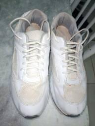 Título do anúncio: Tênis Branco Tamanho 43/44