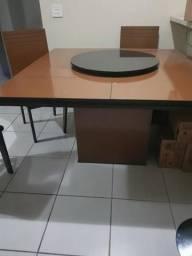 Urgente - Mesa com tampo giratório 1,35 x1,35giratório e 5 cadeiras
