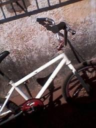 Vendo duas bicicleta 200 uma de menino outra de menina