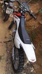 Vendo moto de trilha CRF 230- 22 9  * - 2015