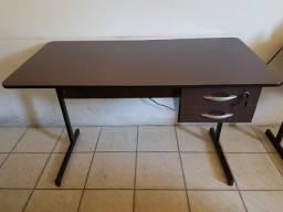 Mesa e cadeira - Escritório
