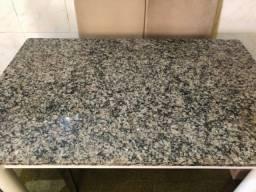 Mesa de cozinha com tampo em granito 275,00