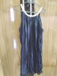 Vestido azul escuro com pelulas .