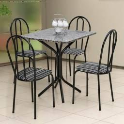 Mesa com 4 cadeiras com tampo de mármore
