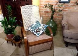 Cadeira Gerdau antiga de palhinha sintética