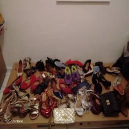 50 calçados semi usado e 3 bolsas semi usada