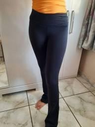 Calça legging flare preta - Tamanho P