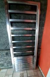 Porta de alumínio brilhante, com vitro basculante  2,10m X 89cm