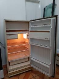 Vendo geladeira funcionando normalmente nunca foi para o concerto .