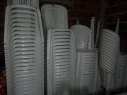 Vendo mesas e cadeiras de plástico