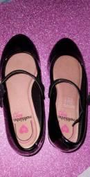 Sapato infantil bem conservado