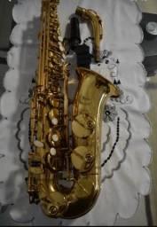 Saxofone condor, em perfeito estado, sonoridade perfeita, conservado, de um único dono.