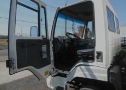 Caminhão baú 815 e 2007